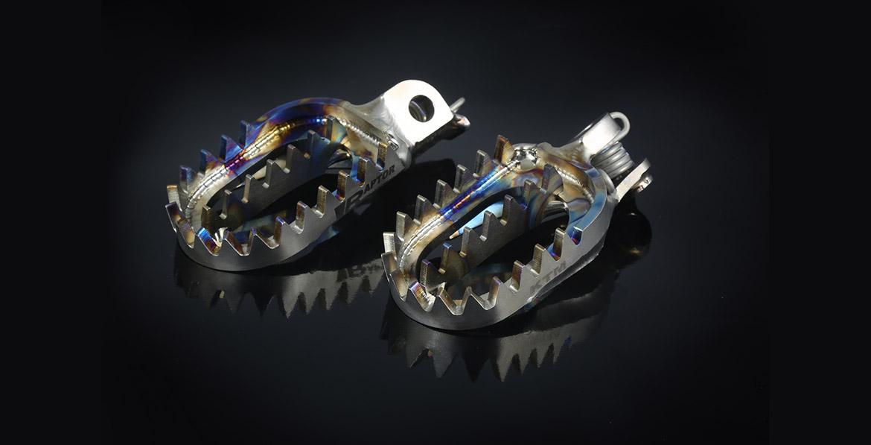 paire de repose pieds raptor titanium pour 250 450 rmz suzuki. Black Bedroom Furniture Sets. Home Design Ideas
